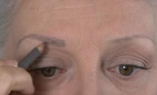 Jak malować brwi i oczy w dojrzałym wieku