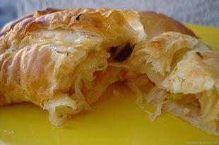 Ciasto francuskie z kiszoną kapustą i grzybami