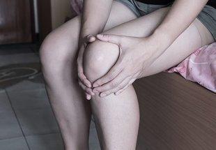 Bolą cie stawy? Masz obrzęki? Czujesz się stale zmęczona? Sprawdź 9 objawów odwodnienia!