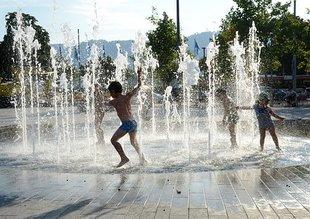 Chłodzenie się w fontannach niesie ryzyko dla zdrowia