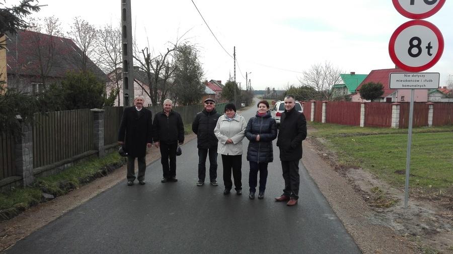 Odbiór końcowy zmodernizowanej drogi w Kierzkówce