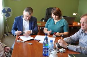 Podpisanie umowy z wykonawcą na budowę przedszkola  w Kamionce