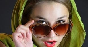 Nosisz okulary? Zobacz, jak robić makijaż!