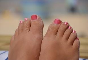 Domowy sposób na spuchnięte nogi