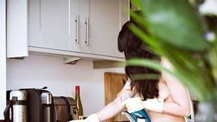Pomysł na biznes - nagie sprzątające w domach naturystów