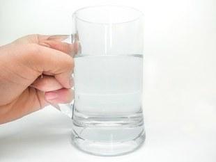 Picie wody dobrze działa na nasz mózg!