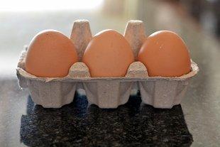 Jaja z chowu klatkowego znikają ze sklepów. Hodowców czekają wielkie zmiany