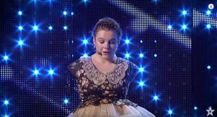 Dziewczynka bez rąk podbiła publiczność swoim śpiewem i grą