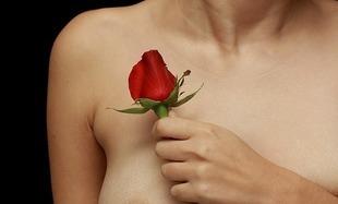 W Polsce co roku z powodu raka piersi umiera ok. 6 tys. kobiet. O badaniu się pamiętaj nie tylko od święta