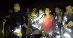 Trwa akcja ratunkowa w tajlandzkiej jaskini. Oglądajcie na żywo!