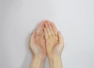 Spocone dłonie? Są na to sposoby?