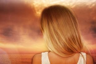 Prosty sposób na błyszczące włosy