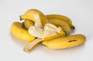 Czy wiesz, co można zrobić ze skórką od banana?