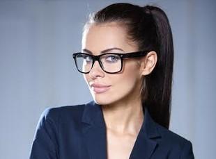 Czy okulary pomagają w znalezieniu pracy?