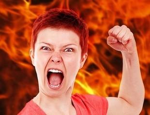 Skąd się biorą uderzenia gorąca podczas menopauzy?