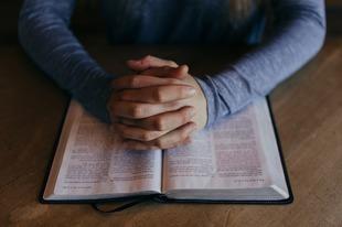 Przemoc niesiona w imię Boga