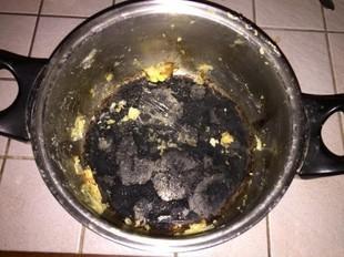 Jak wyczyścić przypalony garnek?