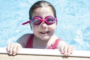 Dlaczego sikanie do basenu jest niebezpieczne?
