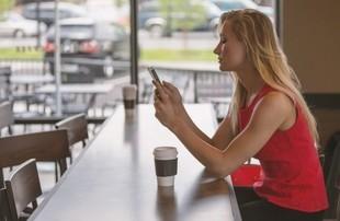 Kobiety częściej grają w gry mobilne