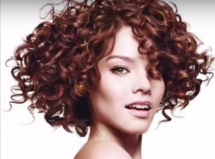 Jakie fryzury zawsze twarzowe?