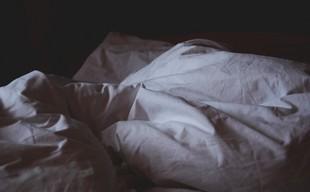Powiedz, po której śpisz stronie łóżka, a powiem ci, czy zdradzasz...