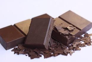 Jedz czekoladę, będziesz szczęśliwsza!