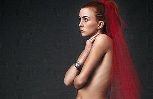 Seks po polsku - połowa kochanków wstydzi się nagości