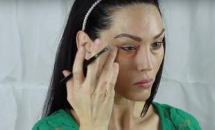 Jak makijażem ukryć worki pod oczami?