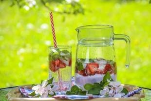 Pij wodę - obniża cholesterol, walczy z cellulitem i próchnicą!