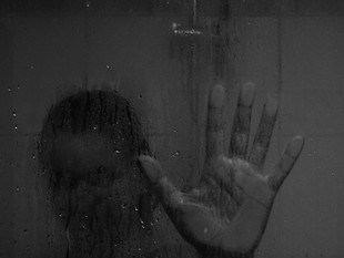 Bierzesz rano gorący prysznic? Błąd!