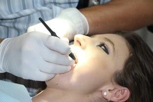 Paradontoza - groźna dla zębów i dla zdrowia. Jak leczyć?