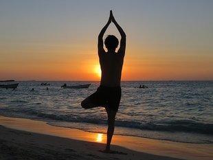 Jesteś 50 plus? Zacznij ćwiczyć jogę! Pomaga przy menopauzie!