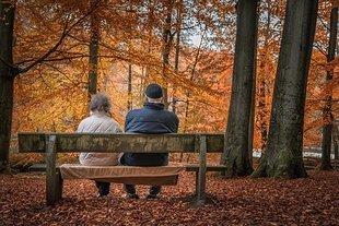 Tysiące dodatkowych emerytów od października - nie można jednak zmusić do odejścia z pracy!