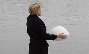 Polska firma stworzyła urnę, która może służyć do pogrzebów na morzu