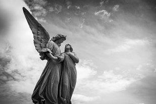 Anioł uzdrowił dziecko? Zdarzenie nagrano na kamerze monitoringu!