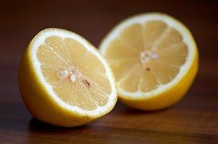 Czy wiesz, co się stanie, jeśli obok łózka położysz cytrynę?