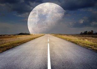 Pełnia Truskawkowego Księżyca - co was czeka?