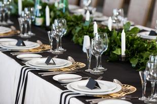 Jak dopasować dekoracje do sali weselnej?