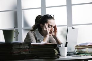 Przyczyny przewlekłego bólu głowy