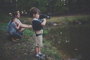 Ojciec daje dziecku poczucie bezpieczeństwa; niestety współcześni ojcowie są zbyt zmęczeni...