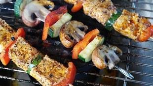 Grillujemy tłuste mięsa - tyjemy i narażamy się na szkodliwe związki. Jak to zmienić?