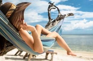 Zagraniczny wyjazd lub odpoczynek na działce – tak Polacy spędzą urlop w tym roku