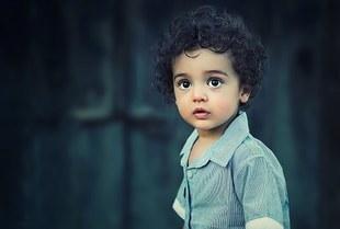 Czarnookie dzieci - kim są zjawy o czarnych oczach?