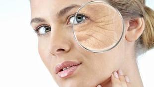 Sucha skóra lubi zmarszczki. Jak o nią dbać?