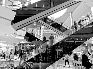 Zakupy w centrach handlowych przestają nas interesować. Jaka przyszłość czeka galerie?