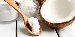 Czy olejowanie włosów olejem kokosowy przynosi rezultaty?