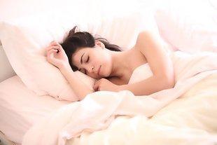 Czy wiesz, w jakiej pozycji spać, aby zachować zdrowie?