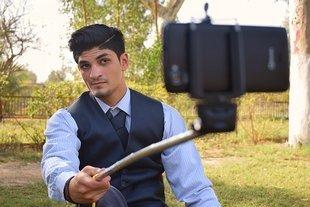 Mężczyźni, którzy wrzucają selfie na Facebooka są z reguły narcyzami