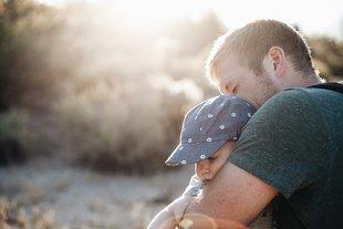 Około 8% polskich mężczyzn wychowuje nie swoje potomstwo, w ogóle o tym nie wiedząc
