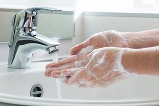 Jak walczyć z problemem suchości skóry dłoni?